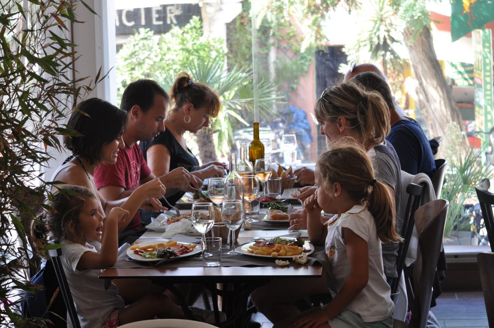 restaurants adaptes aux groupes a porquerolles et hyeres
