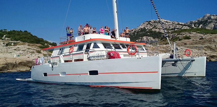 demi journée ou journées groupe a bord d'un catamaran à hyeres
