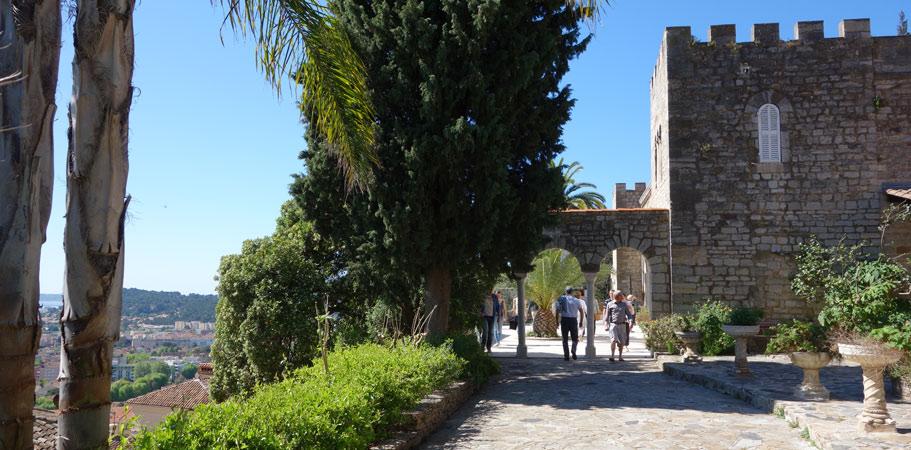 Le jardin du castel sainte claire et du parc saint bernard a decouvrir en groupe