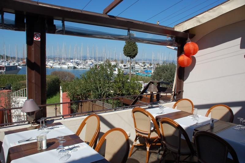 Restaurant spécial groupe à Porquerolles (place du village)