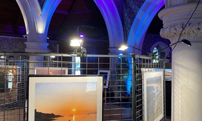 Exposition du groupe Hyères en photos à l'église anglicane : nos échappées belles