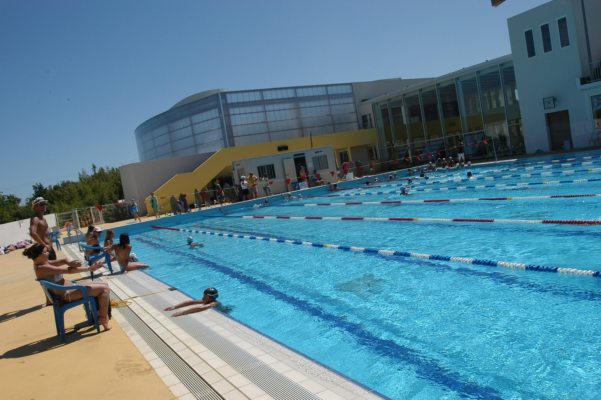 Complexe aquatique de la ville d 39 hy res hy res for Piscine mouzon horaire