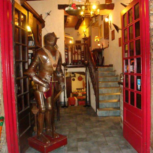 restaurant hyeres medieval provençal centre traditionnel taverne royale