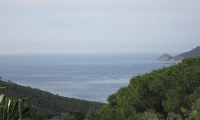 Les îles d'or et du Levant résidence île vue mer piscine naturisme