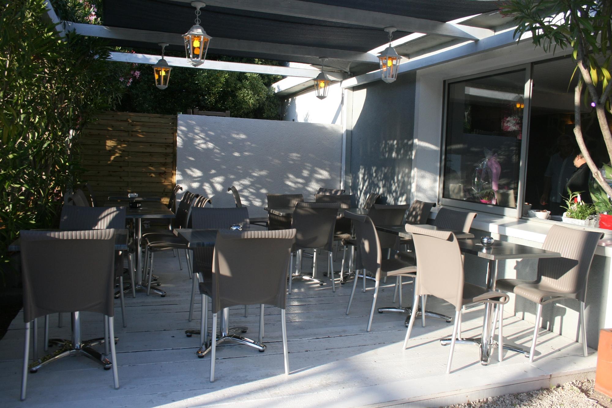le quai hy res restaurant hy res tourisme. Black Bedroom Furniture Sets. Home Design Ideas