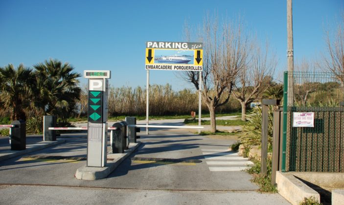 Parking voitures motos camping cars télésurveillance Tour Fondue Ile de Porquerolles