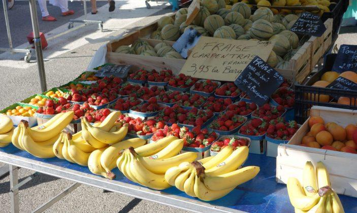 Le marché de Giens – Place St Pierre en hiver, et sur le parking en été