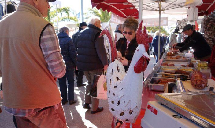 Le marché du dimanche matin, sur le port (parking hippodrome)