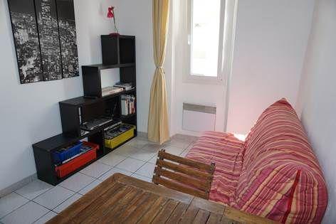 appartement t2 m patour hy res meubl s et g tes 2 toiles hy res tourisme. Black Bedroom Furniture Sets. Home Design Ideas