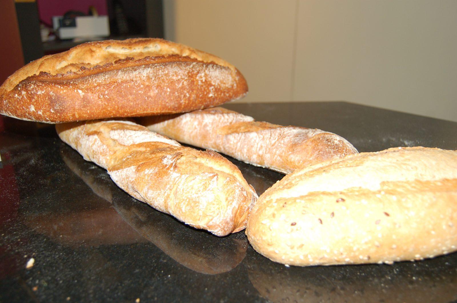 Boulangerie Pâtisserie Pains Viennoiseries Sandwichs Epicerie fine Place du Village Ile de Porquerolles Parc National