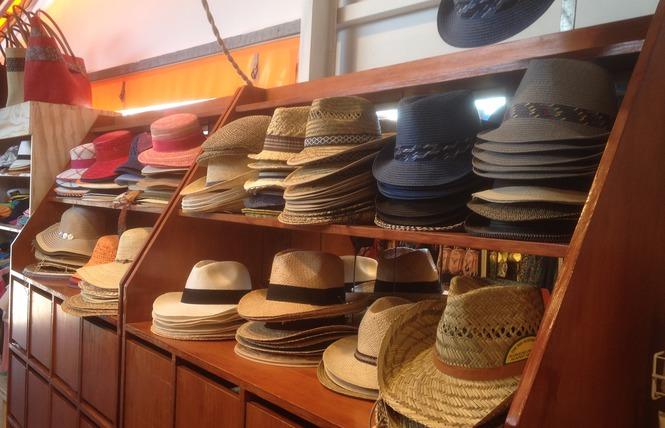 Boutique vêtements chaussures accessoires bijoux Port Ile de Porquerolles Parc National