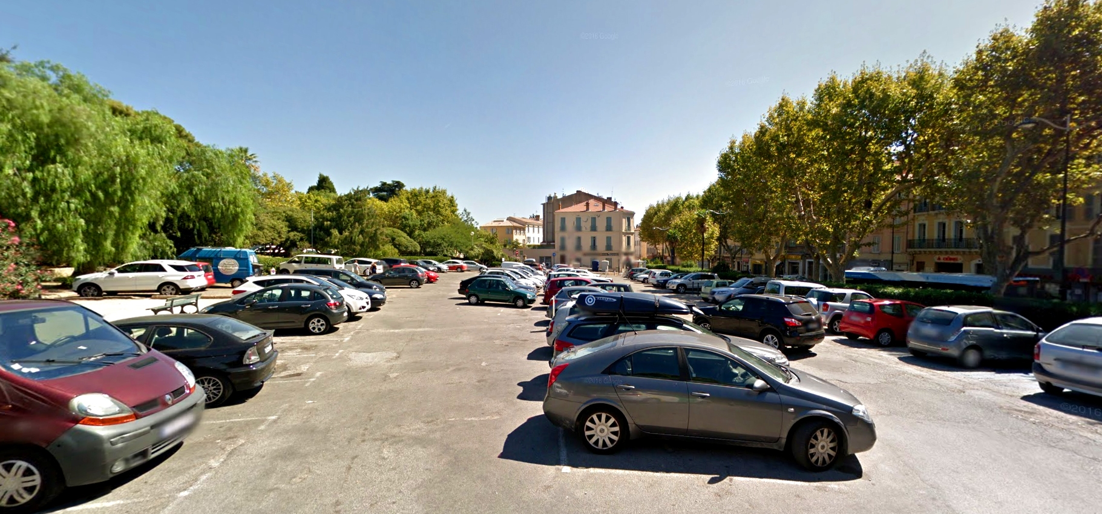parking denis hyeres centre