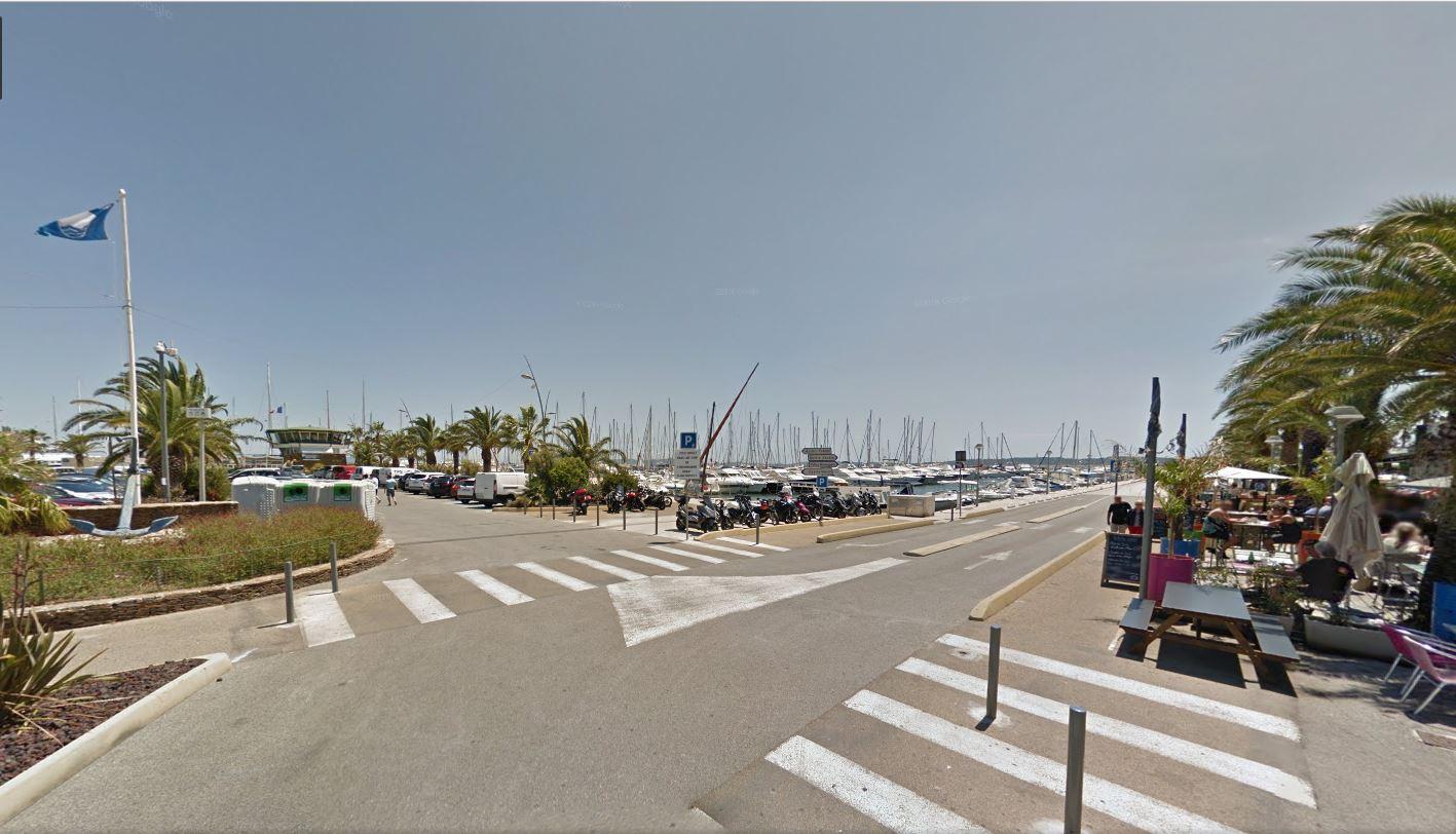 Parking Capitainerie port st-Pierre