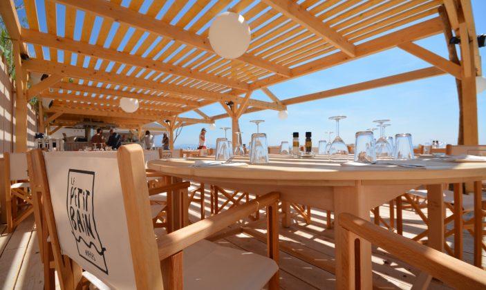 Restaurant de plage Le Petit Bain l'Ayguade le port d'Hyères