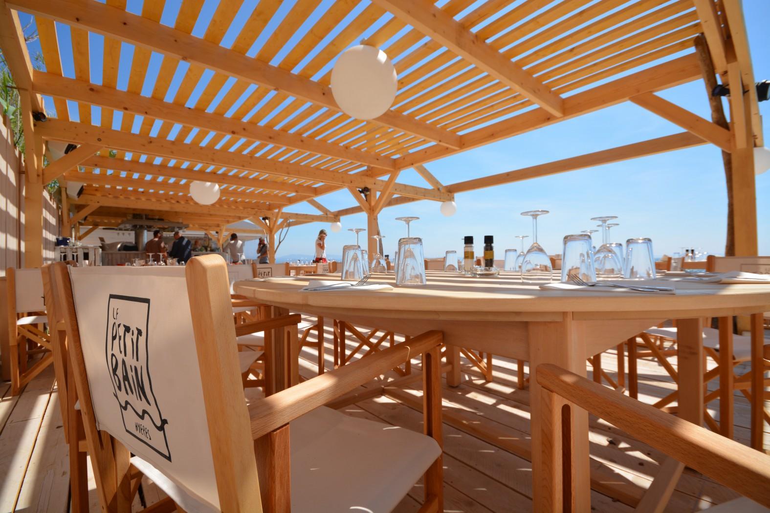 Le petit bain hy res restaurant office de tourisme d for Les materiels de restaurant