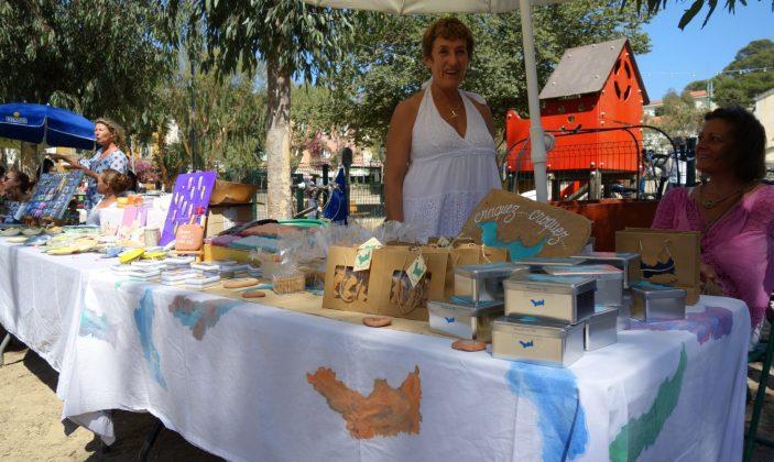 marché artisanal porquerolles place du village parc national