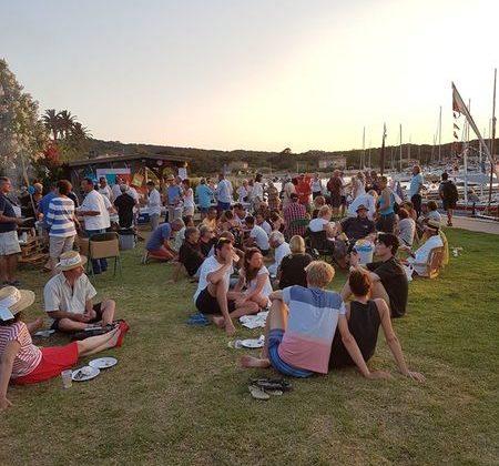 Rassemblement pointus barques de tradition île de Porquerolles port Parc National