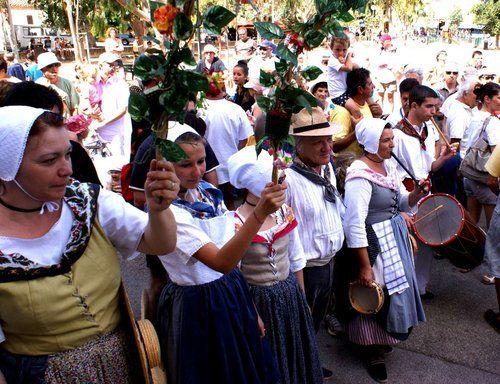 Fête de la Sainte Anne, Messe provençale, Aubades, Marché artisanal, puces nautiques, concours de boules, Bénédiction, apéritif