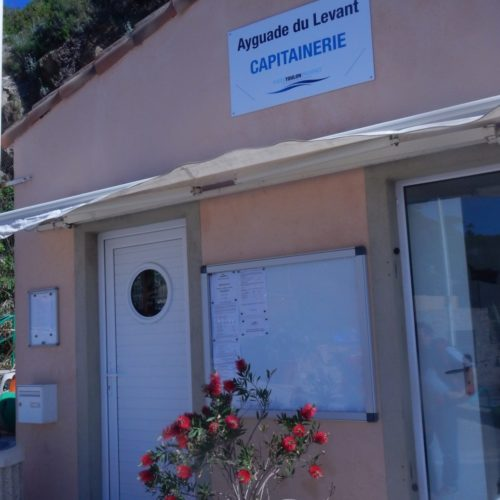 Capitainerie Ile du Levant Domaine naturiste