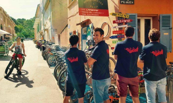 Porquerolles à vélo location de vélos île de porquerolles parc national