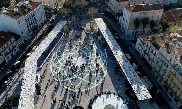 La Place Clemenceau, ou place de la Rade, place de Marbre… à Hyères