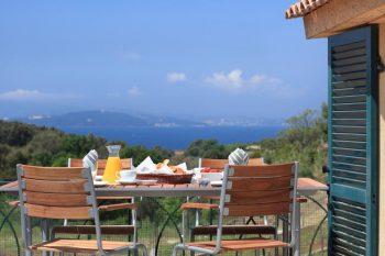 Petit déjeuner avec la vue sur la rade de Toulon