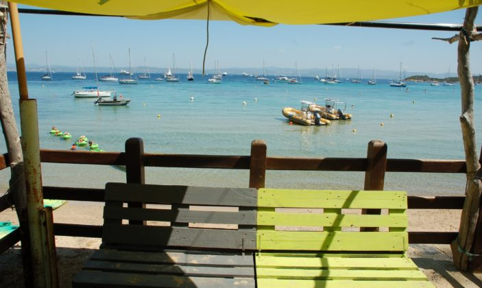 notre bureau, sur la plage de la courtade