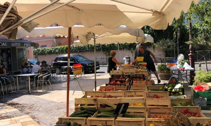 Le petit marché du samedi matin de la Moutonne