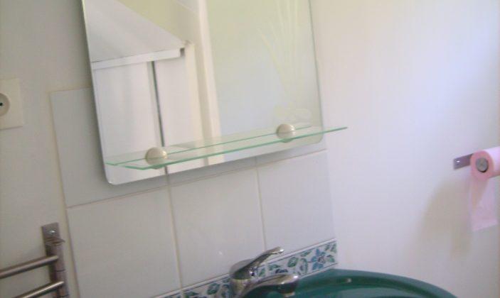 2e salle d'eau avec baignoire et wc