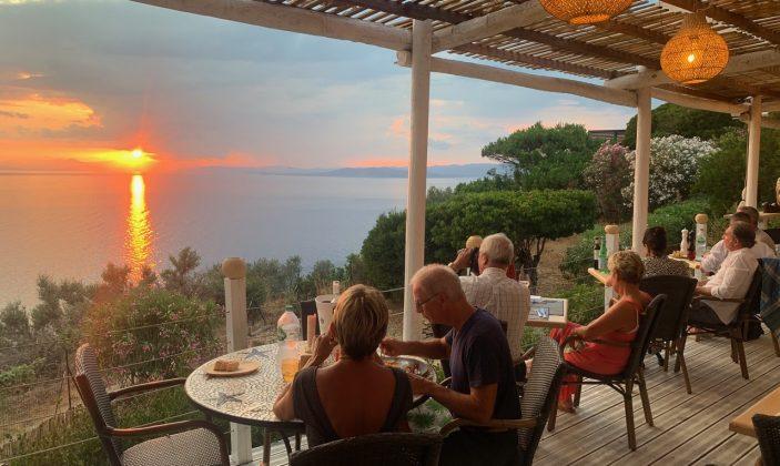 diner avec coucher du soleil