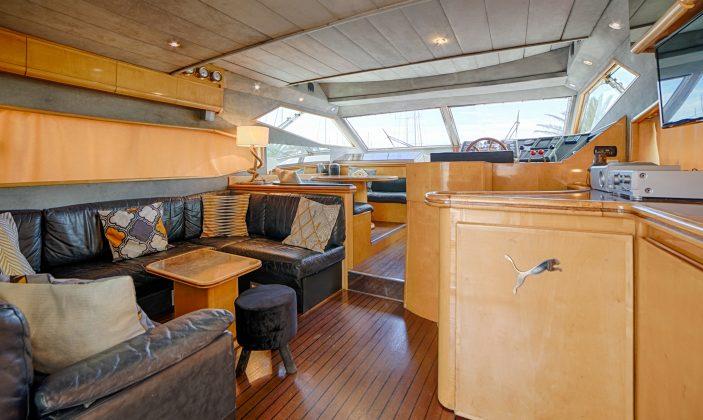 Hébergement insolite Jag Yachting Porquerolles Ile Mer Vaste salon