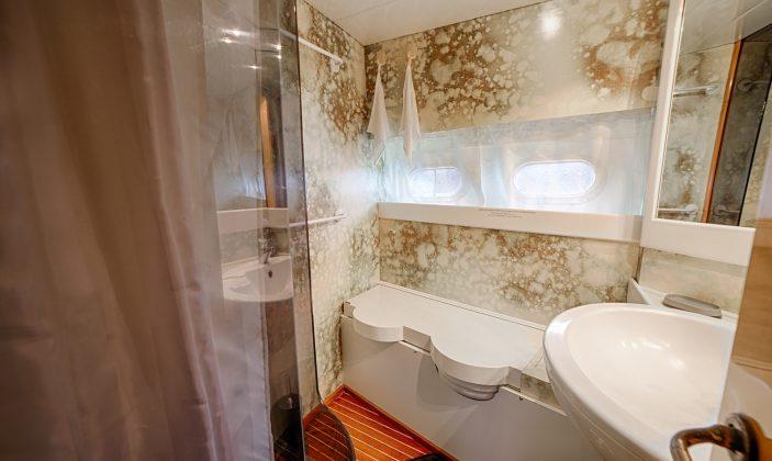 Hébergement insolite Jag Yachting Porquerolles Ile Mer Salle de bain N2