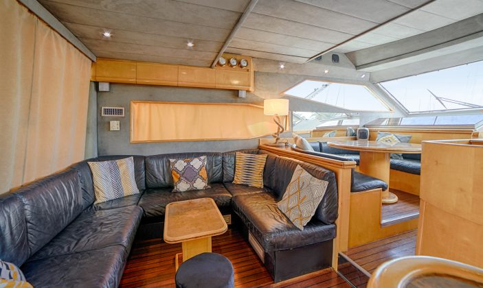 Hébergement insolite Jag Yachting Porquerolles Ile Mer Coin salon