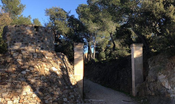 L'entrée du fort de la Bayarde à Carqueiranne