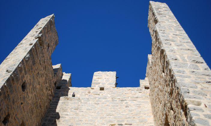 Remparts et vestiges du château des Seigneurs de Fos