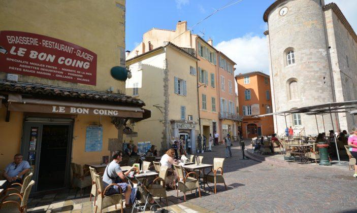 restaurant au bon coing place massillon Hyères centre