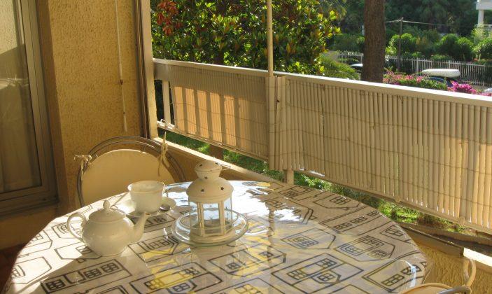balcon au petit déjeuner