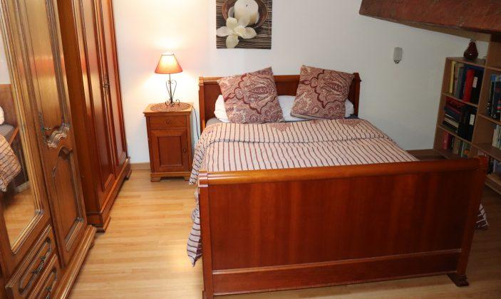 Chambre climatisée à l'étage (lit double)