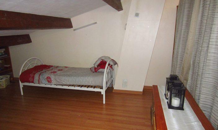 Autre côté de la chambre à l'étage (2 lits simples)