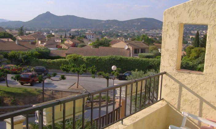 Vue du balcon (à l'avant de la maison)