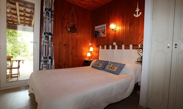 chambre lit 2 place .clim.accès terrasse sud