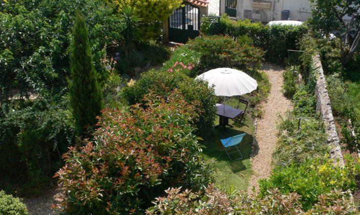 vue sur jardin depuis chambres