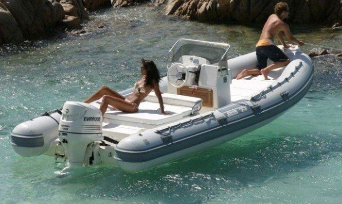location de bateau hyeres à la journée