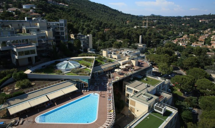 Village Club pro BTP Hyères l'almanarre font des horts piscine plage