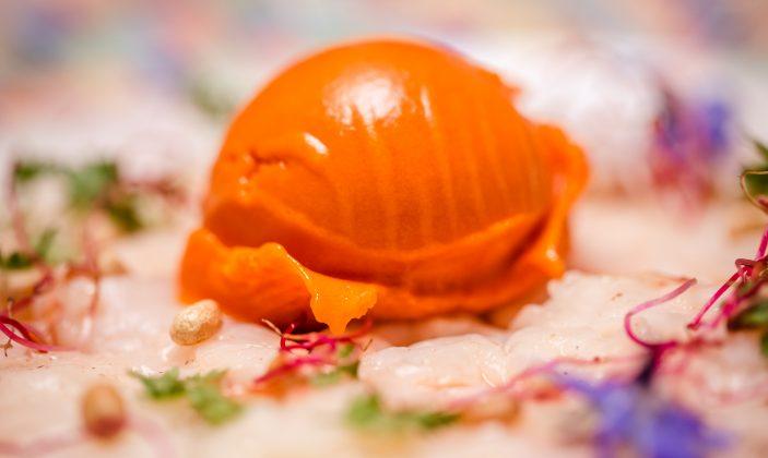 Carpaccio de crevette sauvage et sorbet au poivron rouge