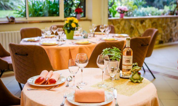 Salle du restaurant en verrière