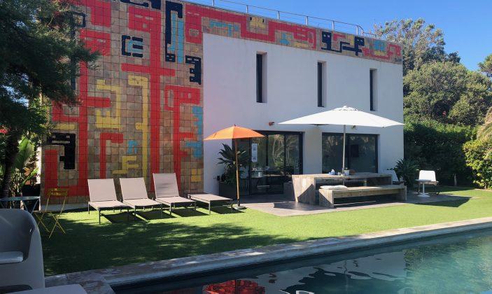 Le Cube hôtel Hyères plage Façade piscine